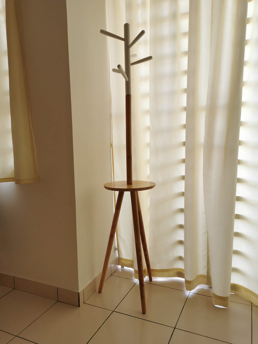 Wooden Coat Hanger 6 Hooks with Round Plate